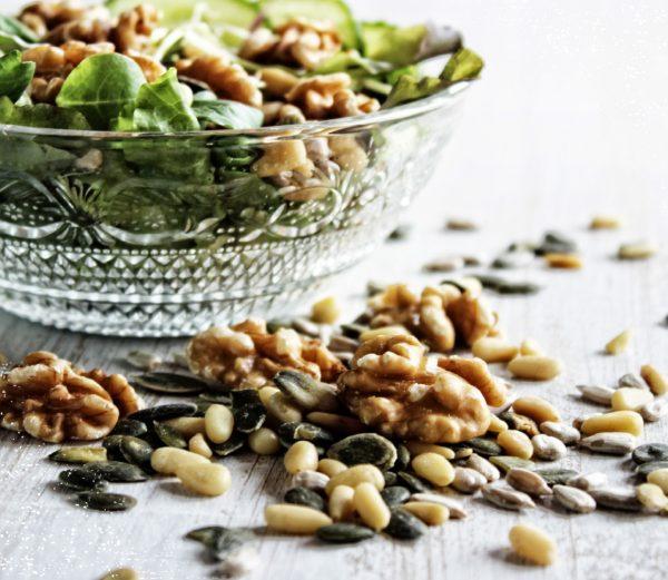 Knusprig und lecker - Salat Nussmischung kaufen bei Red Squirrels