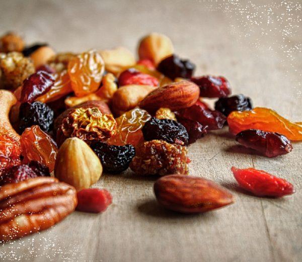 Sportmix met niet-geroosterde, gemengde noten, superfoods, rozijnen en pompoenpitten.