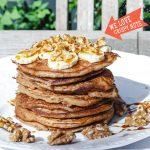 Gezonde dikke ontbijtpannekoeken met walnoten