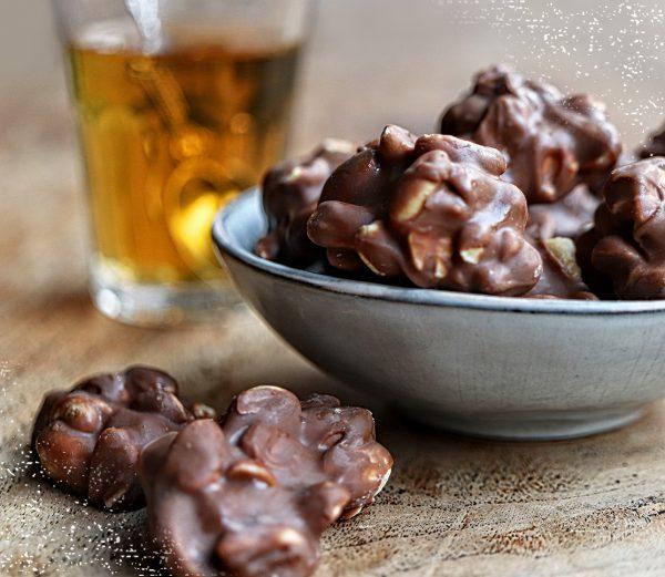Knapperige chocolade pindarotsjes